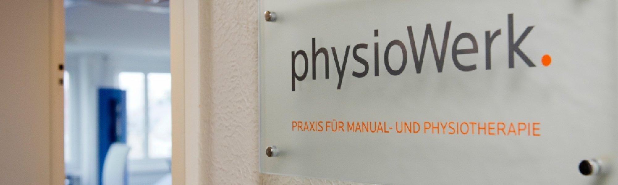 2000600254-physiotherapie-physiowerk-klein-eingang-mit-blick-hinein.jpg